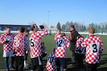 Fotbalisté Uherského Brodu porazili v přípavě Kroměříž 2:1. na snímku trenér Lubomír Blaha dohlíží na pitný režim svých svěřenců.