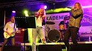 Pepa Vojtek s Yvettou Blanarovičovou rozvlnili zmoklé náměstí v Hradišti muzikálovými hity