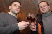 Láska k vínu svedla Michala Hrušku a Ondřeje Balíčka do společného sklepa.