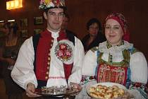 Zhruba 400 lidí zamířilo, navzdory třeskutému mrazu, na v pořadí už pátý ročník plesu Oblastní charity Uherský Brod, který se v pátek 3. února uskutečnil v KD v Dolním Němčí.