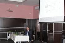 Také v Uherském Hradišti přišli místní debatovat s hejtmanem Zlínského kraje Čunkem o výstavbě nové nemocnice ve Zlíně.