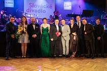 Ples Slováckého divadla a RayService v uherskohradišťském Klubu kultury nabídl doprovodný program v podání divadelních herců, Prestige Symphony Orchestra i cimbálové muziky Cifra. Jedním z vrcholů akce bylo Vyhlášení  vítězů ankety Slovácký Oskar, Ceny ko