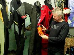 NA BESEDĚ I VÝSTAVĚ. Poutavým povídání potápěčů o životě pod hladinou sladkých vod, ale také zajímavými fotografiemi se mohli nechat unášet návštěvníci Živé vody Modrá.