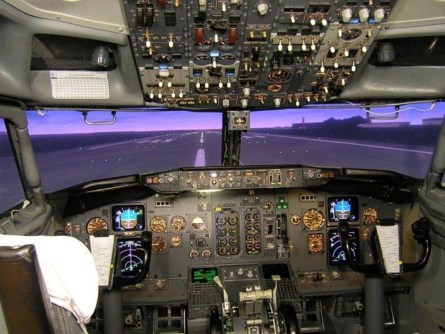Letoun L410 by se měl již brzy dočkat svého moderního leteckého simulátoru. Mohl by vypadat podobně, jako například tento letecký simulátor na stroj Boeing 737–400/500.