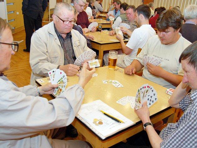 KARBANÍCI. V Babicích se letos utkalo osmašedesát vášnivých hráčů taroku.