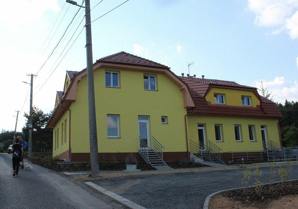 Rozsáhlé rekonstrukce se dočkala bývalá škola na Chabaních, části Břestku, která byla vybudována vroce 1911.