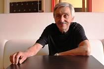 Devětašedesátiletý Igor Stránský stál čtvrt století v čele Slováckého divadla, které pod jeho vedením získalo renomé po celé naší zemi. Od prvního září 2015 si zvyká na život penzisty.
