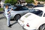 Vozy značky Porsche parkovaly před Archeoskanzenem Modrá u Velehradu