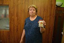 Věra Nejezová je obecní kronikářkou a také peče a zdobí už 55 let perníčky. Snímek z 24. června 2021.