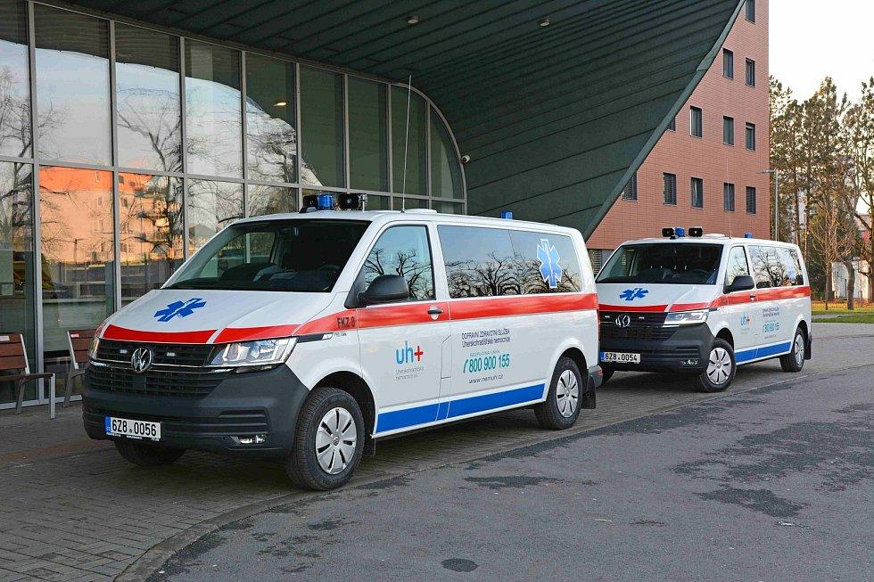 Nové sanitky v Uherskohradišťské nemocnici.