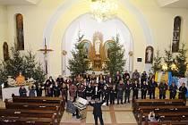 Kulturní sezona v Šumicích letos odstartovala vánočním koncertem v tamějším kostele Narození Panny Marie.