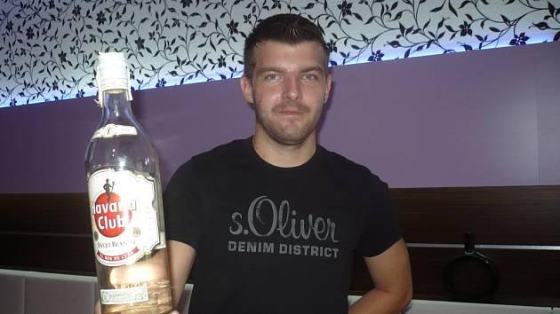 Provozovatel dvou hradišťských kaváren Roman Mik tvrdí, že byl v době prohibice přesvědčený o tom, že žádný závadný alkohol ve svých podnicích nemá.