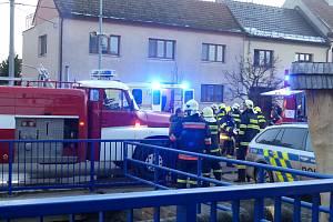 Hořelo v Hostinci U Nemravů v Hluku. Majitel skončil v péči záchranářů