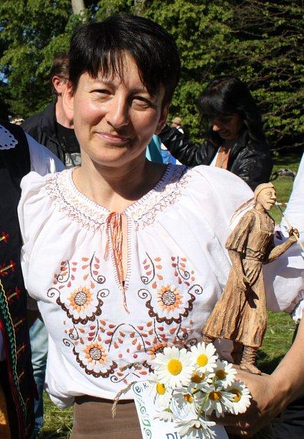 Vítězka sekáčské soutěže vBuchlovicích Lea Hnatevičová ze slovenského Zvolena.