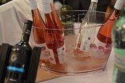 Košt Tichých vín v Redutě zahájily tóny Bachovy skladby.