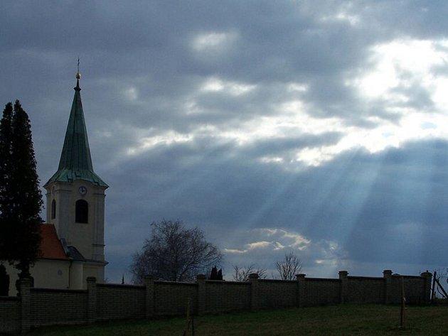 Stavba kostela Svatého ducha ve Starém Městě.