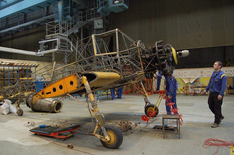 Do kompletní opravy zemědělského vzdušného veterána, letadla Z 37 Čmelák, se  před 10 lety pustili studenti středního odborného učiliště leteckého v Kunovicích.
