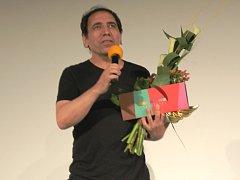 Íránský režisér Mohsen Makhmalbaf převzal v pondělí 27. července večer před projekcí svého nejnovějšího filmu Prezident na festivalu Letní filmová škola v Uherském Hradišti výroční cenu AČFK.