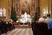 Půlnoční mši sloužil na Štědrý den v polozaplněné bazilice Nanebevzetí Panny Marie a sv. Cyrila a Metoděje na Velehradě místní kněz Petr Přádka