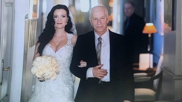 Aneta Savarová na snímku z rodinného alba se svým tatínkem