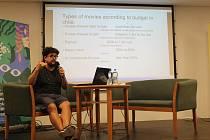 Jeden z hostů 44. Letní filmové školy chilský režisér Alejandro Fernández Almendras dal divákům lekci o tom, jak dělat film. Zároveň promítl ukázku snímku, který Hra, který se točil letošní zimu v Kladně.