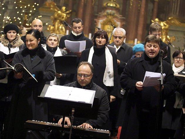 Vánoční charitativní koncert  Diakonie v  kostele  sv. Františka Xaverského v Uherském Hradišti.  Sbor Svatopluk.