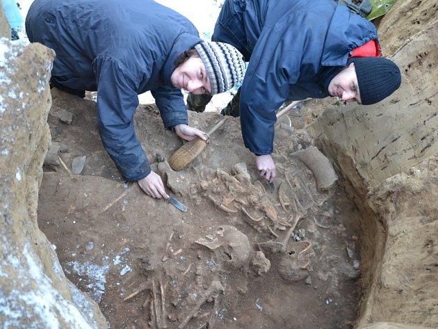 Hrob pochází ze starší doby bronzové, ostatky jsou staré 3500 let.
