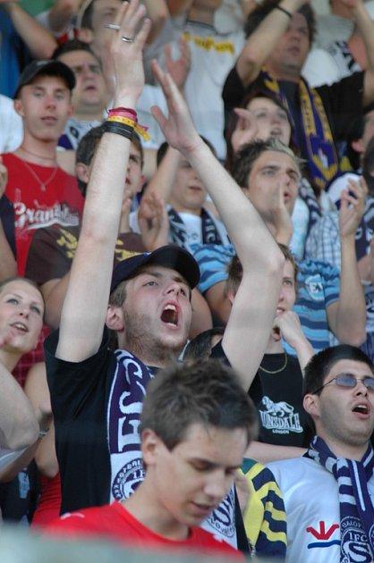Fanoušci na uherskohradišťském stadionu.