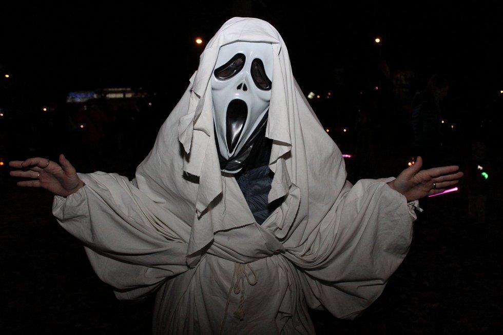 Tisíce lidí prožívaly vpátek večer halloweenskou atmosféru vareálu REC Group a Kovozoo Staré Město