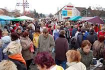 První jarmark přilákal davy návštěvníků.
