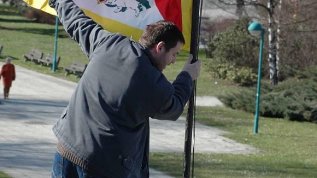 Tibetskou vlajku vloni vyvěšoval i ředitel hradišťských městských kin Josef Korvas.