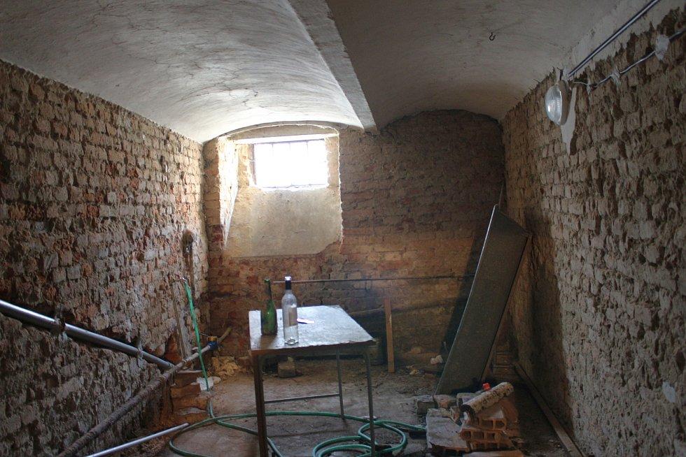 V rámci opravy celé budovy dojde k průzkumu sklepů ZUŠ Uherské Hradiště.