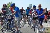 Otevření cyklostezky u Zlechova se zúčastnily desítky cyklistů.