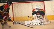 Krajská hokejová liga: Uherský Ostroh – Uherský Brod (ve žlutém) 1:5