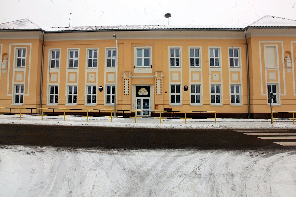 Horní Němčí v únoru 2021. Základní škola.