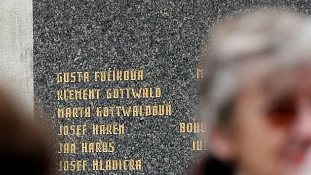 Hrob Klementa Gottwalda na Olšanských hřbitovech.