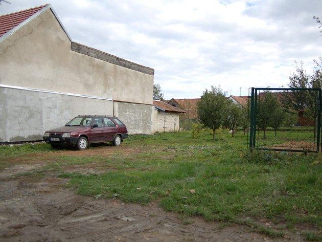 V těchto místech našli Boršičana otráveného metylalkoholem.