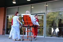 Nový centrální objekt Uherskohradišťské nemocnice postupně ožívá.