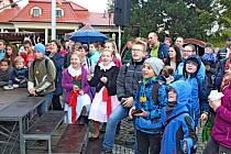 Trh v podhradí přilákal do centra Buchlovic stovky návštěvníků.