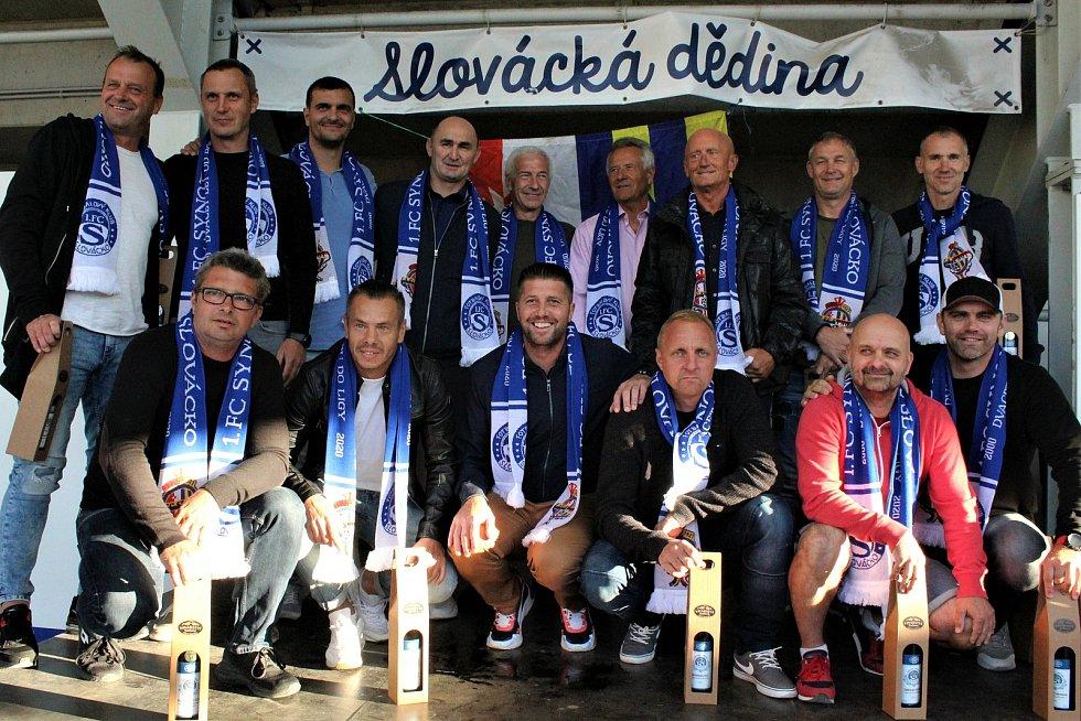 Oslavy dvaceti let od postupu tehdejšího 1.FC SYNOT do nejvyšší soutěže. Tomáš Vajda (dole druhý zprava)
