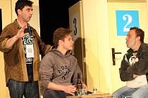 Hra Večer na psích dostizích hraná Slováckým divadlem v klubu Mír v Uherském Hradišti.