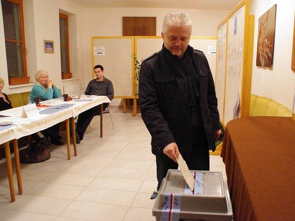 Kandidát na hejtmana za ODS Libor Lukáš volil vPitíně.