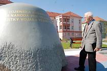 Profesor Jan Slováček na uherskohradišťském Zeleném náměstí.