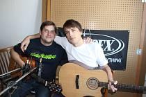Tomáš Kratochvíl (vlevo) a David Sedlář ze skupiny Huménečko při nahrávaní prvního CD kapely.