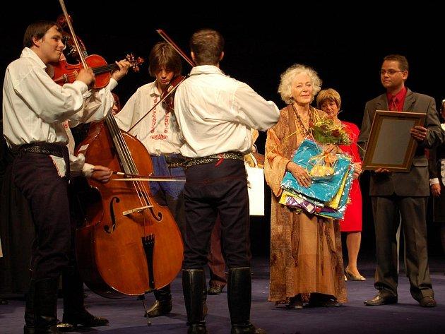 Herečka Květa Fialová oslavila svoje 81. narozeniny ve Slováckém divadle.