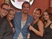 Největší hvězdou čtvrtého ročníku narozeninové párty Devil Music Baru v Dolním Němčí se stal v sobotu 21. června zpěvák, DJ a moderátor Leoš Mareš.