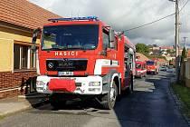 Tři jednotky hasičů vyrazily ve středu krátce před 15. hodinou k požáru v rodinném domě do Osvětiman. Hořelo v kuchyni.
