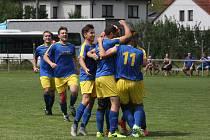 Fotbalisté Prakšic (modré dresy) vstoupili do nové sezony dvěma výhrami.