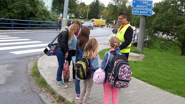 """Celý tento týden probíhá celorepubliková dopravně preventivní akce """"Zebra se za Tebe nerozhlédne"""" tentokrát v Bilovicích."""