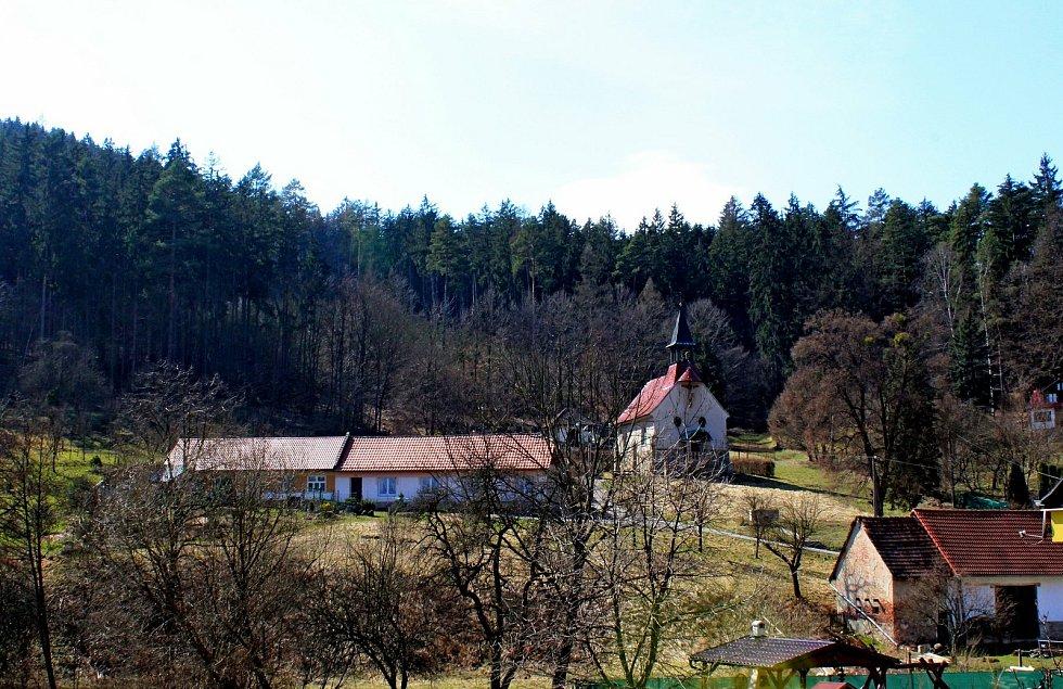 Vstupní brána do Chřibů je vesnička Salaš. Kaple na Salaši.